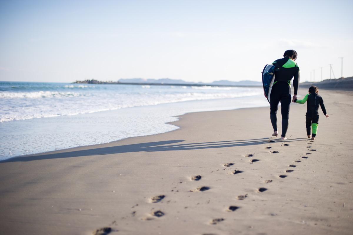 浜辺までは徒歩5分。ウェットスーツのまま出られます